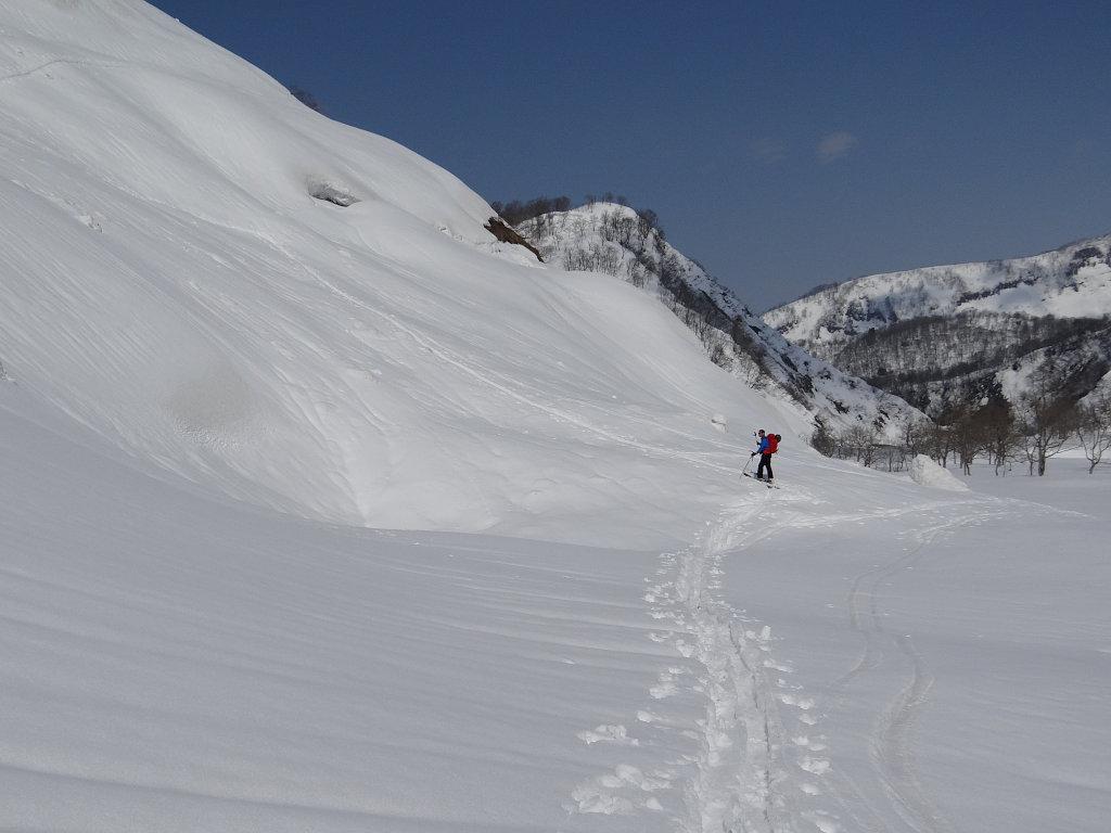 新田山南側コルへの登り返し