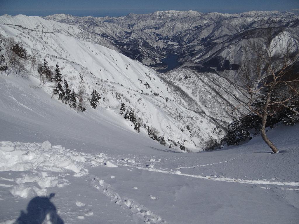 弓ヶ洞谷左俣 左谷を見下ろす