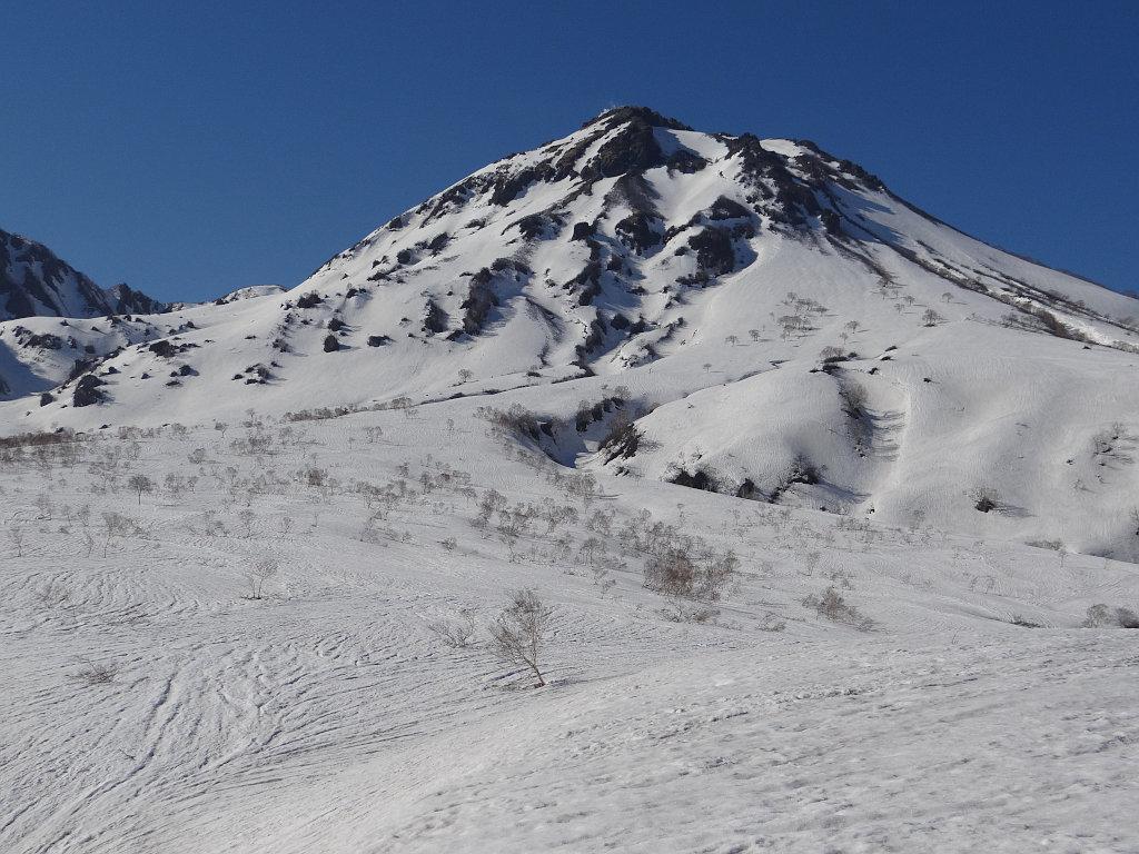 北面台地末端から見上げた焼山
