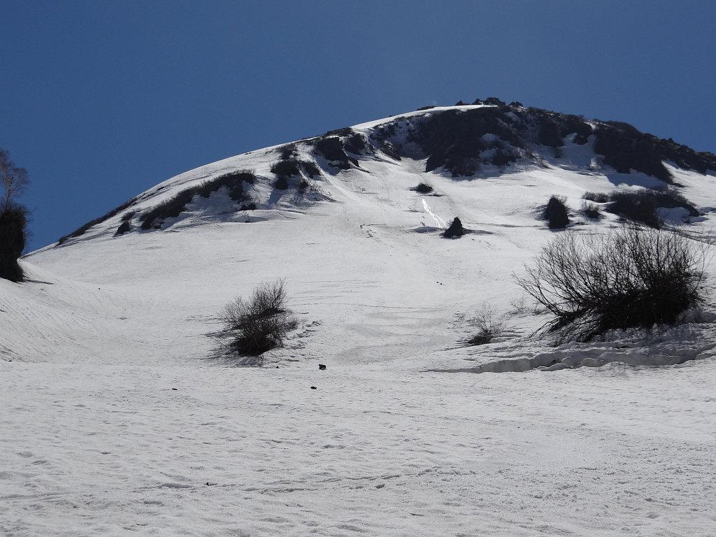 火打山ルートとの分岐点付近から、滑った斜面を振り返る