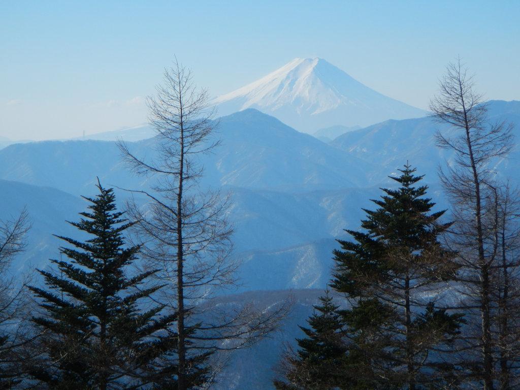 奥多摩小屋ヘリポートから富士山を望む