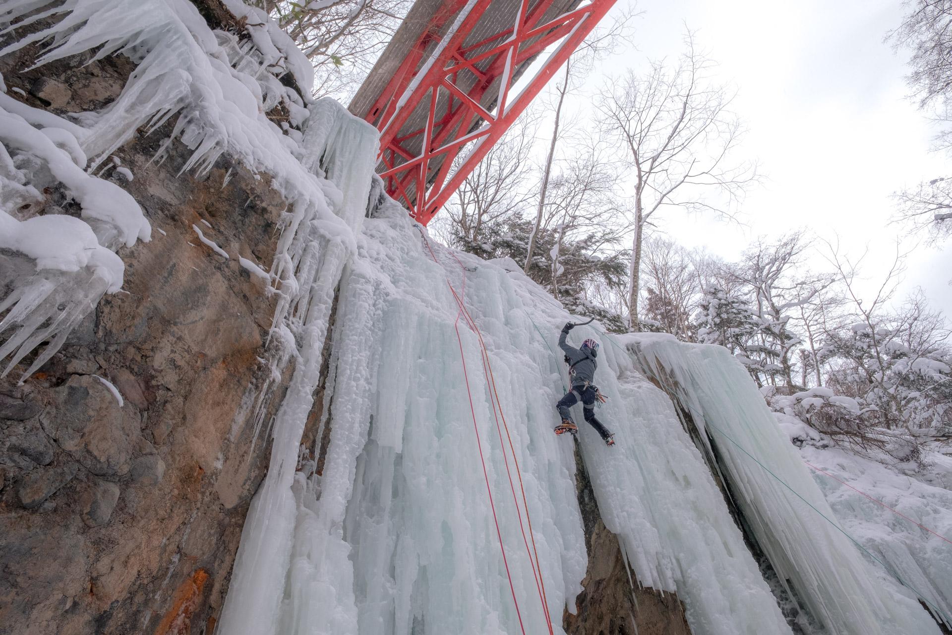 はもずしの氷をトップロープで登る